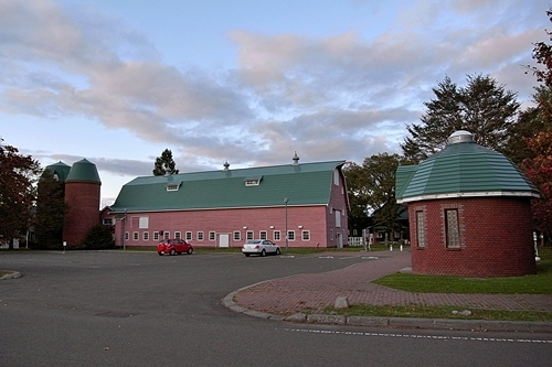町村農場・駐車場・トイレ