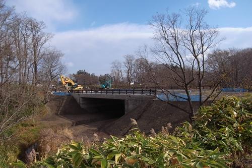 南大通の橋建設中
