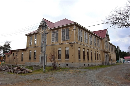 林木育種場旧庁舎左側