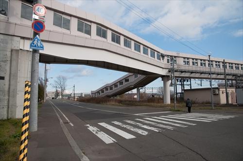 歩道橋と踏切跡