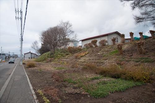 線路跡と江別小学校