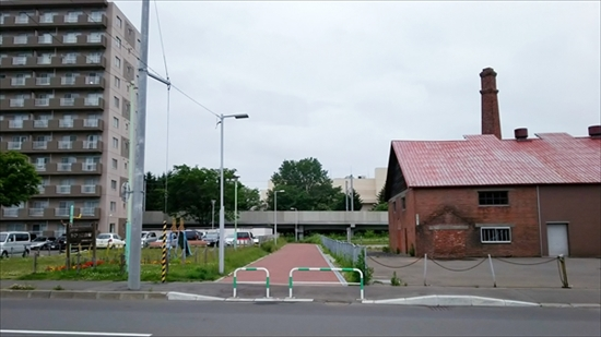 グレシャムアンテナショップ横の遊歩道