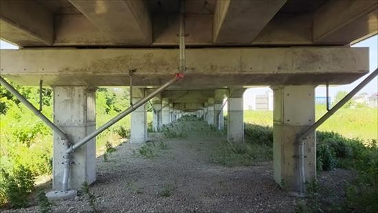高架下・高砂駅方面