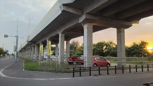 高架下駐車場(砂利)