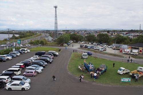 屋上展望台から見た駐車場
