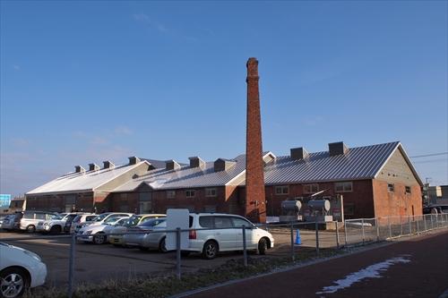 ヒダ工場裏側と駐車場