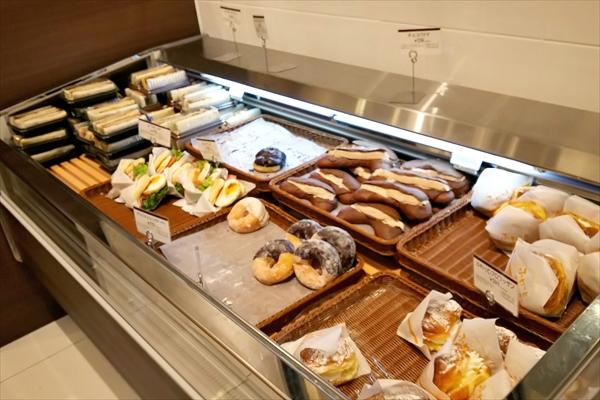 ロイズ上江別店パン売場サンドイッチ