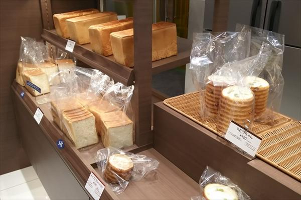ロイズ上江別店パン売場・食パン
