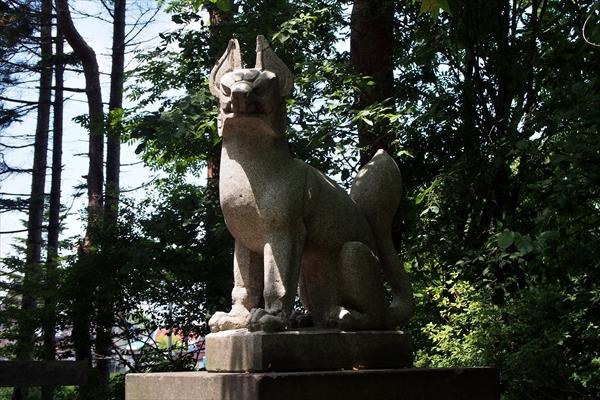 王子稲荷神社・狛狐・右