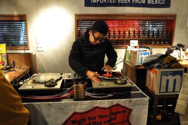 DJ KEITAROのDJプレイ