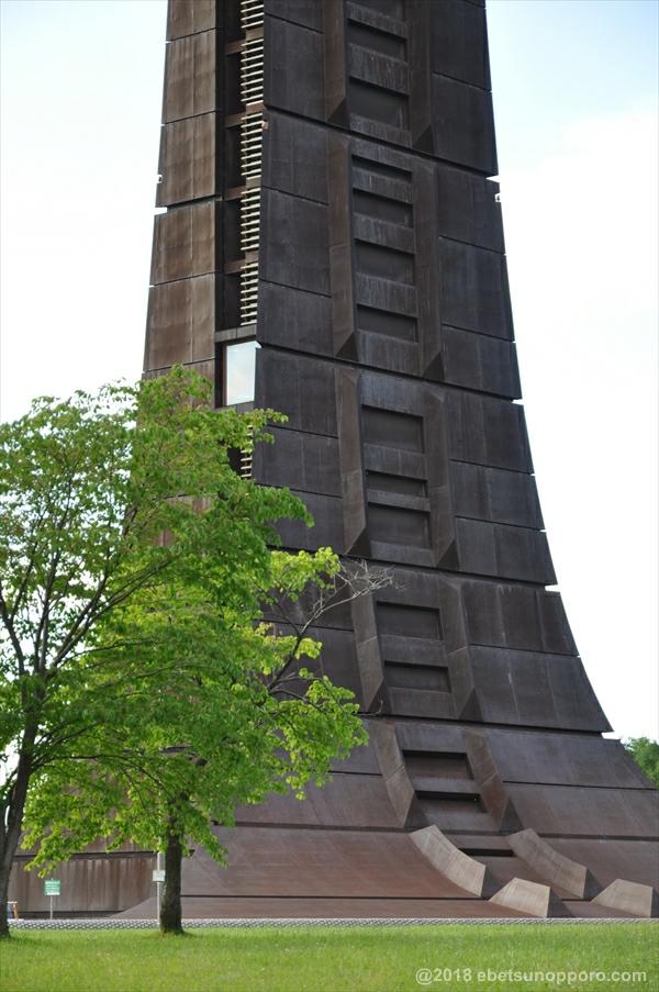 百年記念塔・下部分
