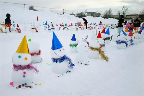 たくさんの雪だるま