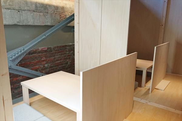 兎に角・テーブル席