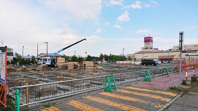 イオン江別店駐車場で店舗新築工事中