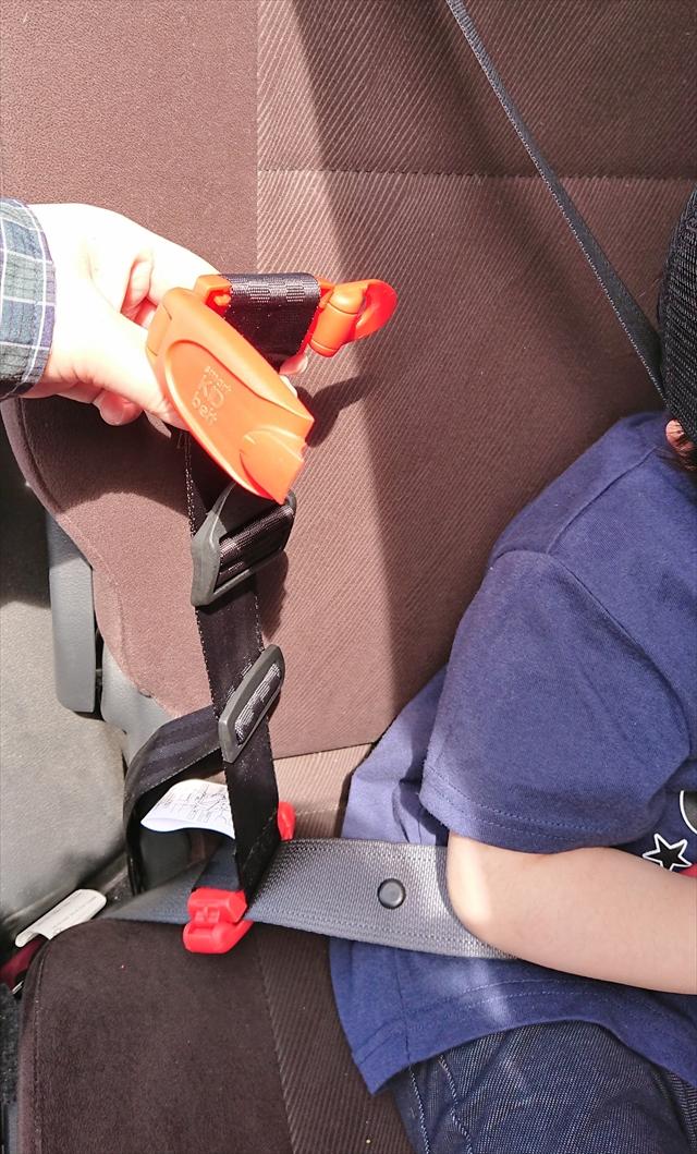 シートベルトにスマートキッズベルトを装着
