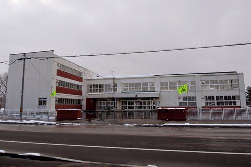 東野幌小学校・校舎正面