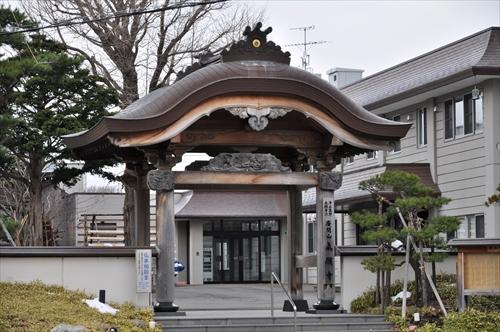 眞願寺の門