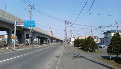 鉄東線から見た白樺通入口
