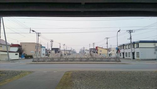 JR高架下から見た白樺通