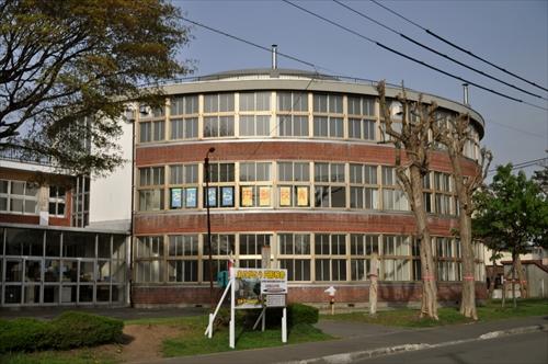 江別第三小学校円形校舎