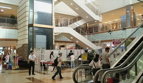 イオンタウン江別店内センターコート
