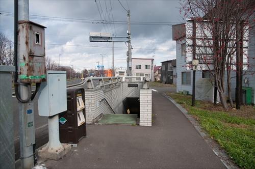 踏切跡に残る地下歩道
