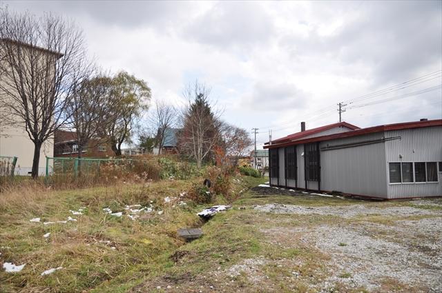 一番町自治会館裏の廃線跡