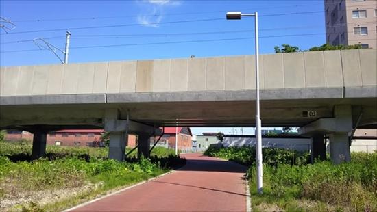 高架橋と遊歩道