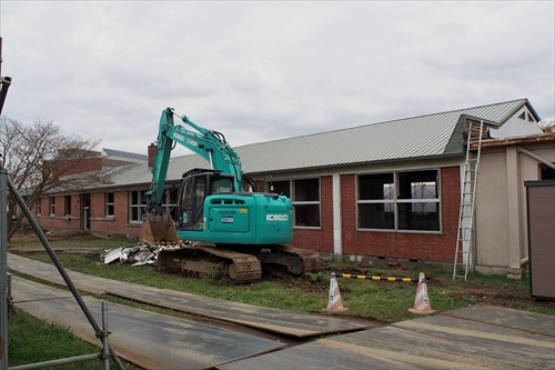 解体中の旧校舎