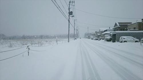 雪で埋まる歩道
