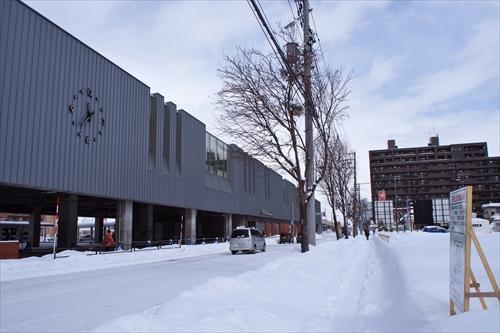 野幌駅南口と駅舎