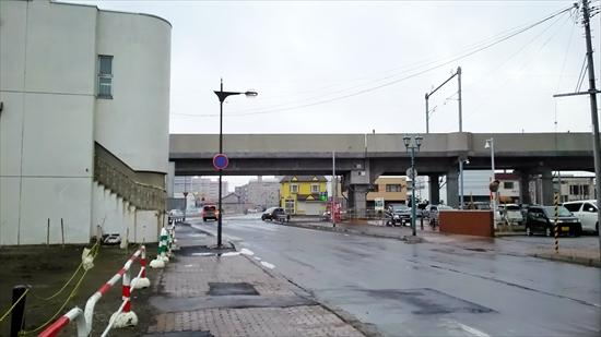8丁目通りと函館本線高架