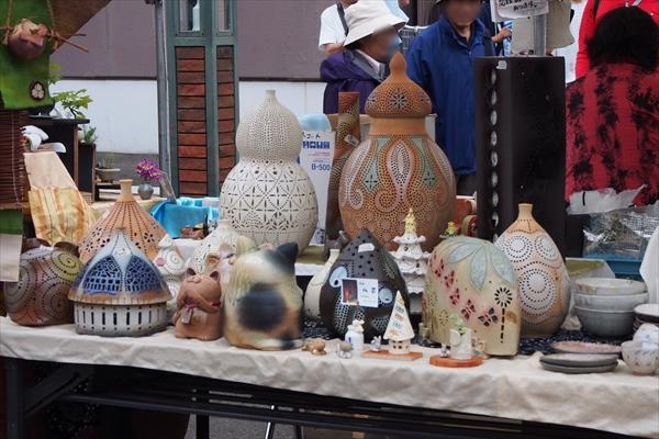 壺などの焼き物(やきもの市2016)