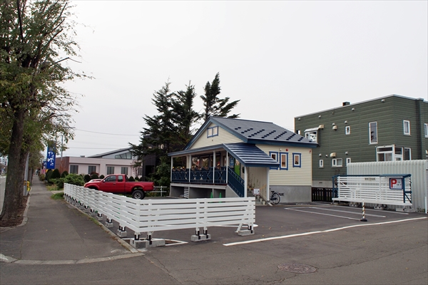 カフェ・トイトイトイ店舗・駐車場