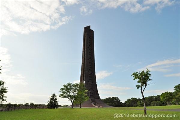 裏側から見た百年記念塔