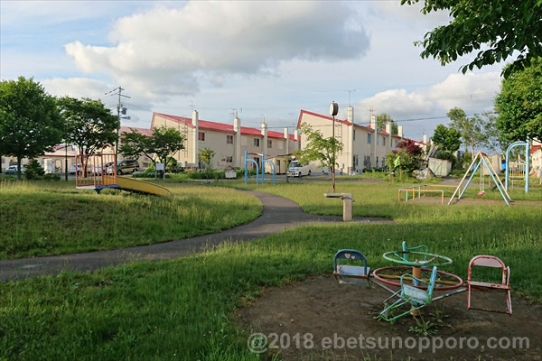 回転遊具公園と、あけぼの団地