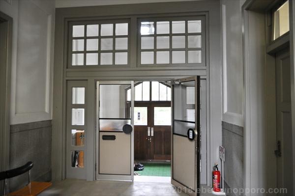 林木育種場旧庁舎内部・出入口