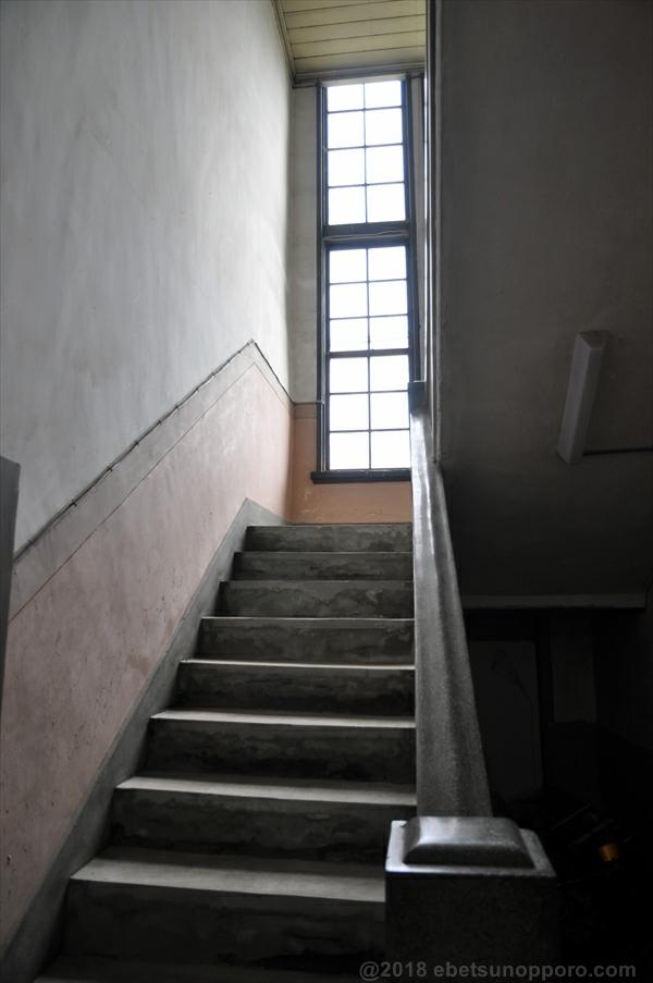 林木育種場旧庁舎・中央階段