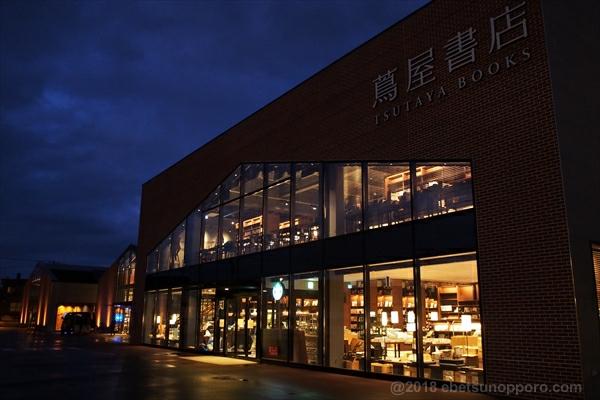 夜の江別蔦屋書店(知の棟)