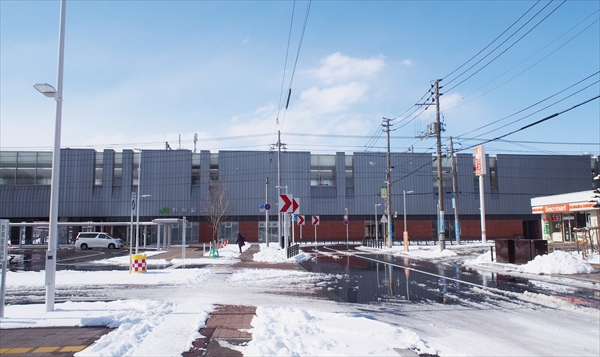 JR野幌駅南口駅舎と1号線道路