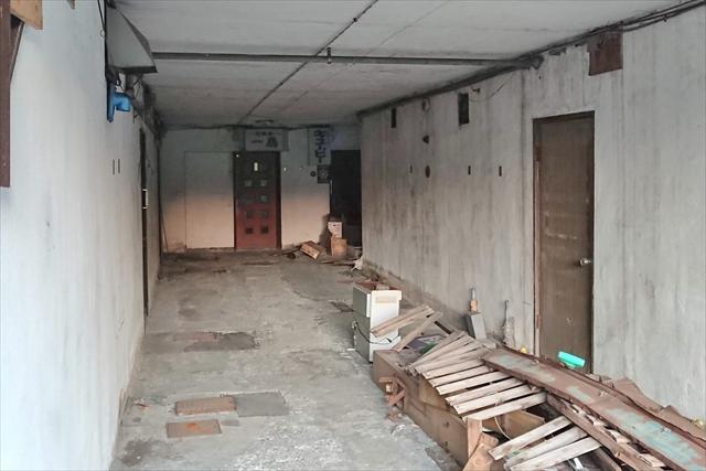 1階通路奥