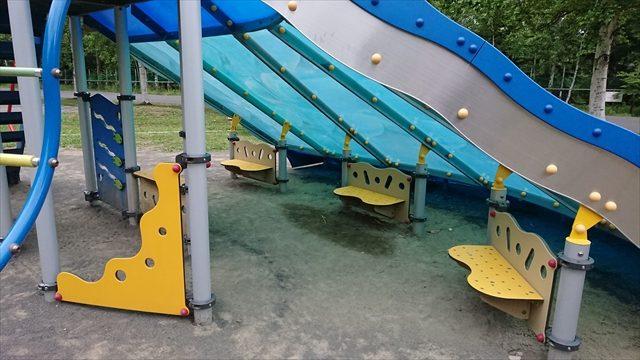 新型の滑り台ベンチ