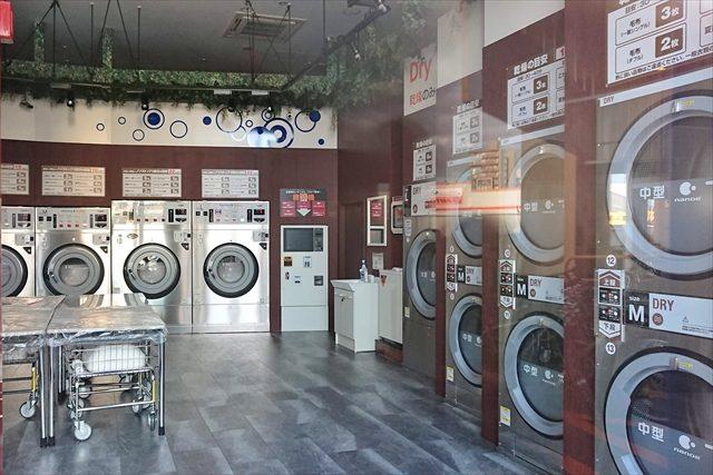 コインランドリー店内洗濯機・乾燥機