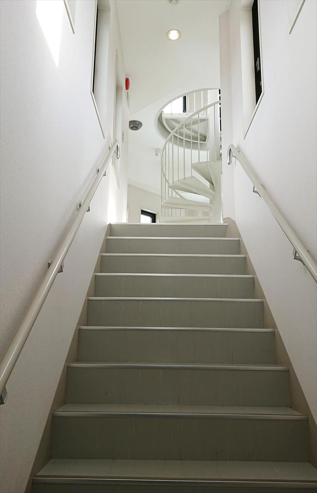 展望台へ続く階段