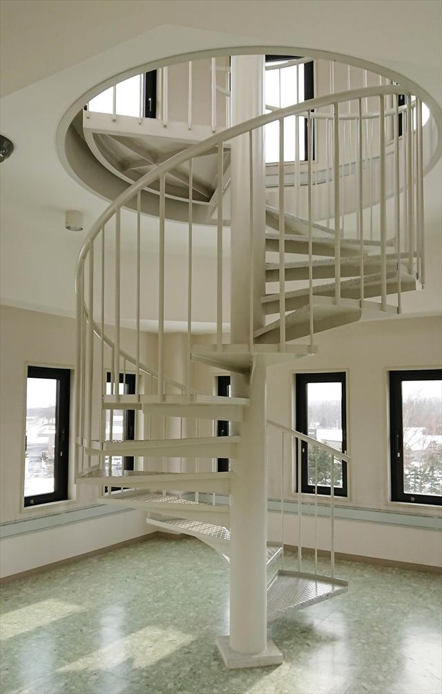 展望台内の螺旋階段