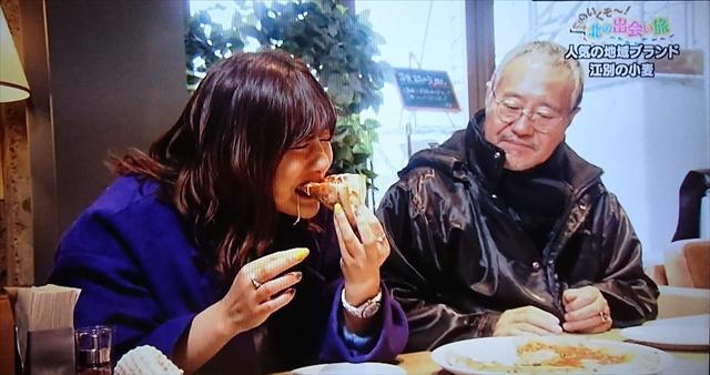 ピザを食べる宮澤佐江