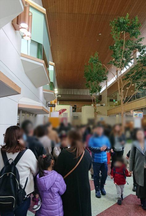 トミカ博会場内の行列で混雑