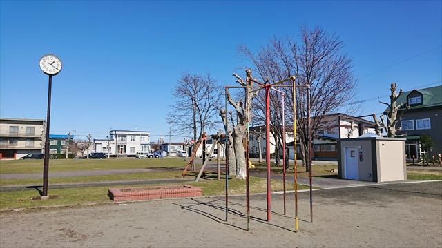 若草公園広場・登り棒