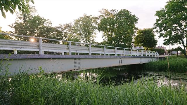 泉の沼公園内ガーダー橋(東)