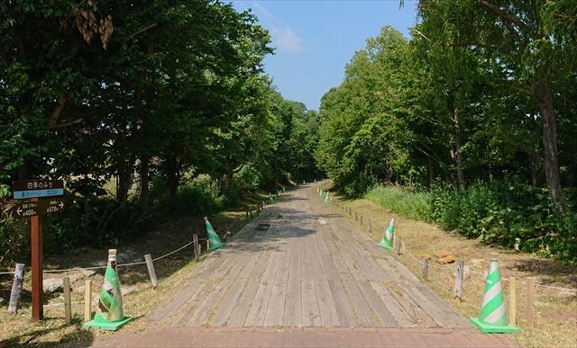 四季の道夏ゾーン枕木の道